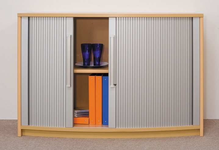 Рулонная штора вместо двери шкафа