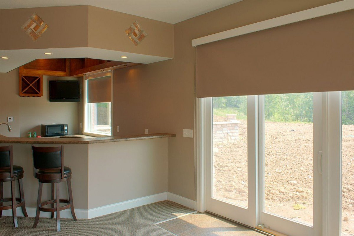 Рулонные шторы вместо двери на кухню