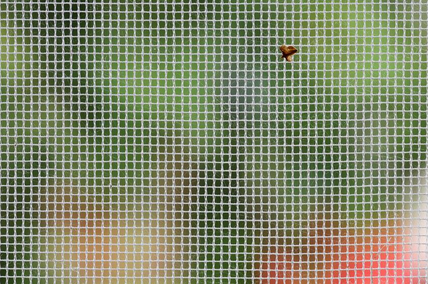Как снять москитную сетку. Комплектующие для москитных сеток. Москитные сетки на пластиковые окна