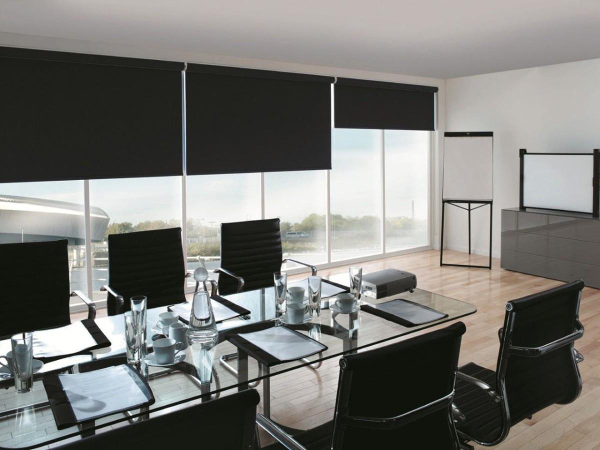 Советы дизайнеров по покупке рулонных штор для различных помещений