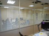 горизонтальные жалюзи для офисных перегородок