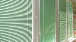 Горизонтальные жалюзи на пластиковые окна