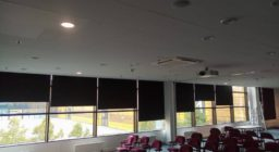 Рулонные шторы BlackOut для конференц-зала