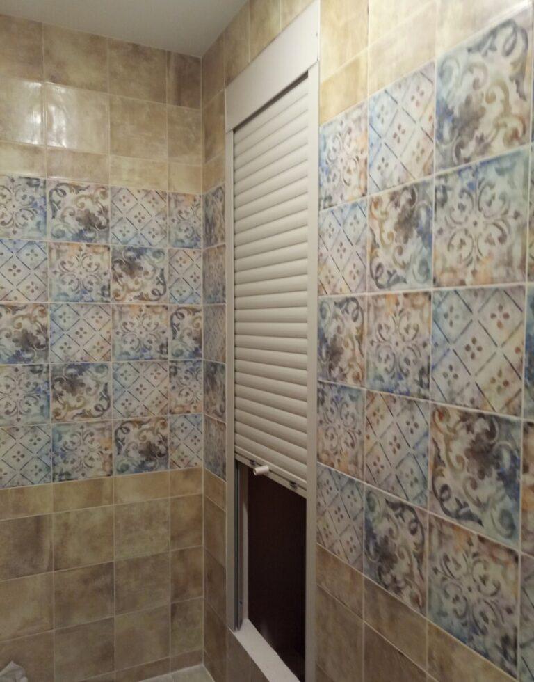 Сантехническая роллета для ванной комнаты