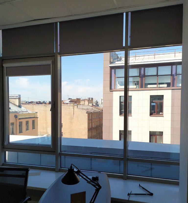 Рулонные шторы BlackOut для офиса