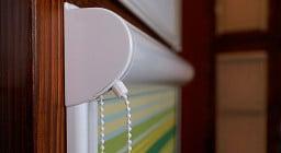 Кассетные рулонные шторы на пластиковые окна — особенности и советы по выбору