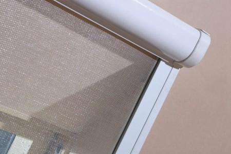 Москитные сетки для мансардных окон