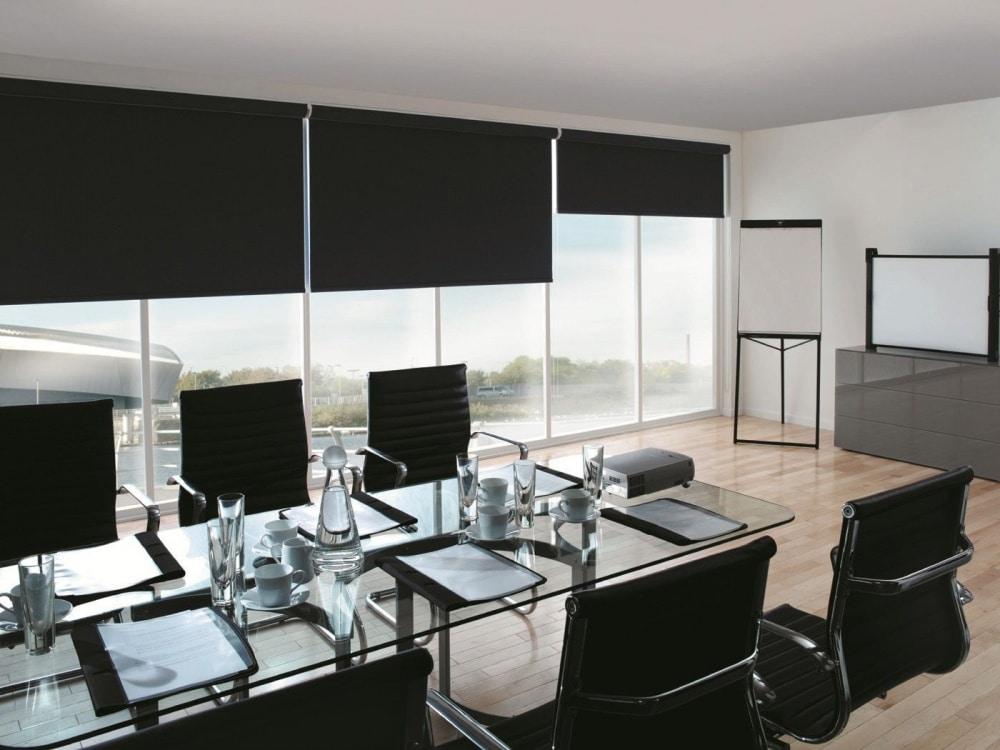Офисные рулонные шторы
