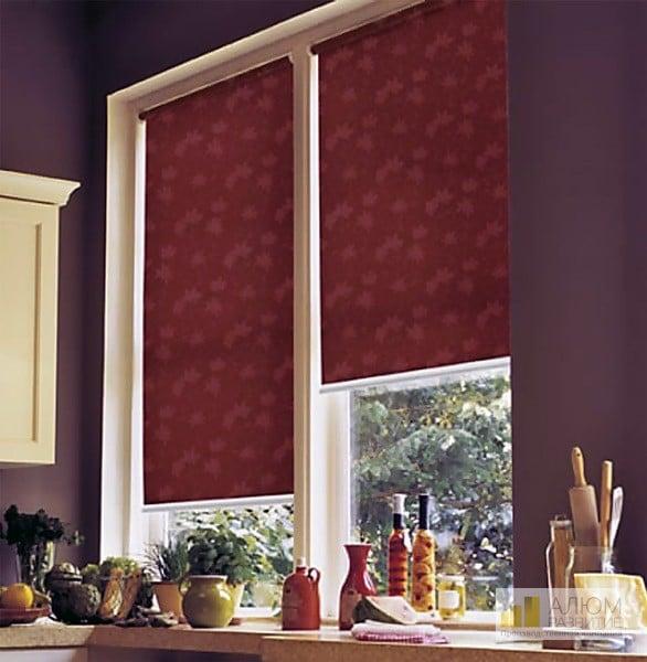 Оформление окна рулонными шторами