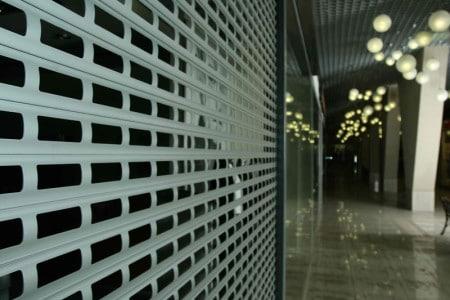 Роллетные решетки для витрин