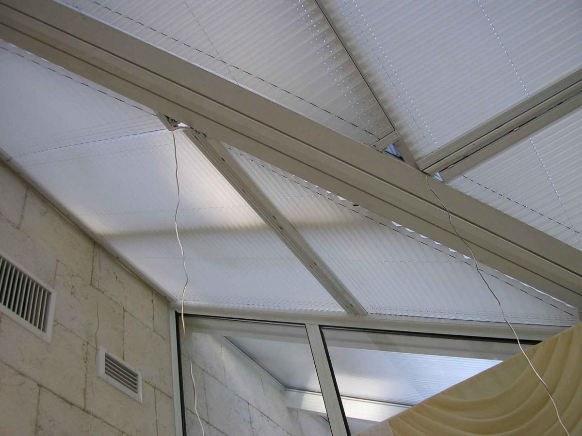 Шторы плиссе для потолочных окон