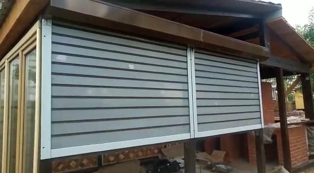 Прозрачные рольставни из поликарбоната для летней кухни
