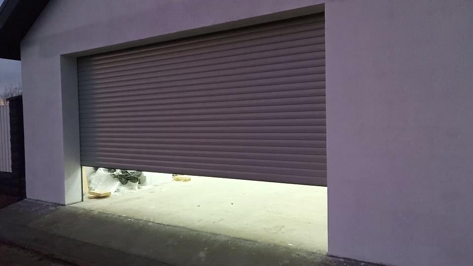 Роллетные ворота в гараж