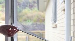 Как установить москитную сетку на окно — пошаговая инструкция
