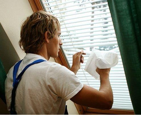 Как помыть жалюзи не снимая