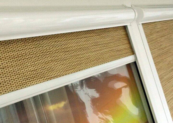 Как выбрать подходящую по стилю рулонную штору на окно? Советы дизайнеров