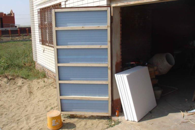 утеплить ворота в гараже